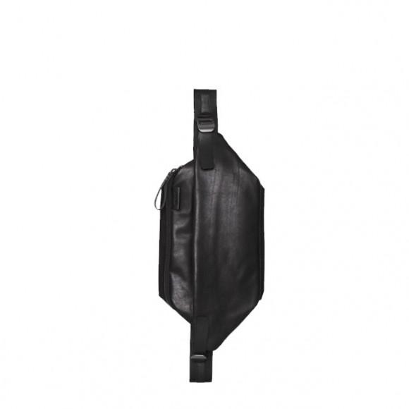 Isarau Alias leather Black